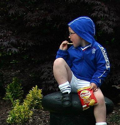 Los niños empiezan a acomer snacks a temprana edad