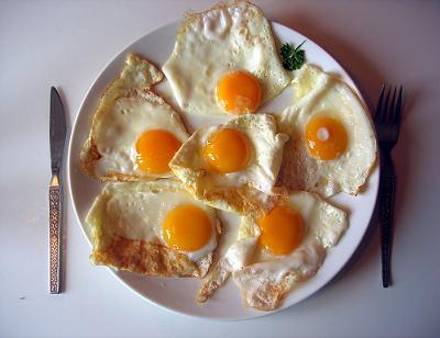 Los huevos contienen mucho colesterol