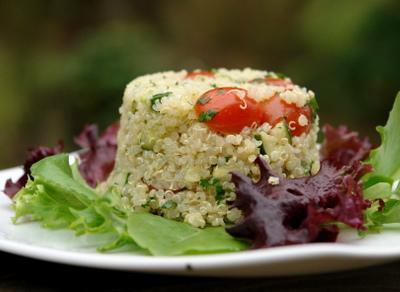 Ensalada de quinoa y bonito