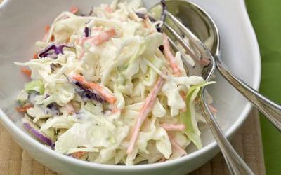 La ensalada de col tiene muchas venatajas y es muy sencilla de preparar
